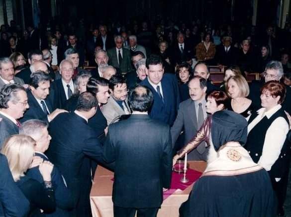 από την τελετή Ορκωμοσίας του νέου Δημοτικού Συμβουλίου ως επικεφαλής Δημοτικής Παράταξης και Δημοτικός Σύμβουλος Νέας Σμύρνης Ιανουάριος 2002