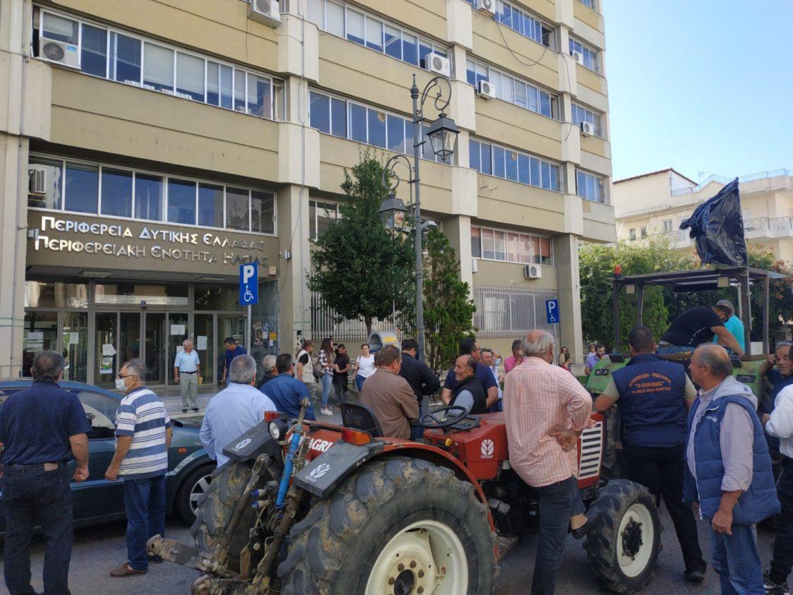 ΟΑΣΗ: Μαχητική συγκέντρωση στον κόμβο Αγ. Γεωργίου και πορεία με τρακτέρ και αγροτικά στους κεντρικούς δρόμους του Πύργου