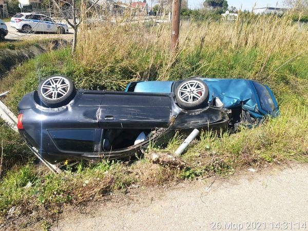 Ηλεία: Κατέληξαν σε τάφρο 2 ΙΧ οχήματα μετά από σφοδρή σύγκρουσή τους στο Παλούκι - Ευτυχώς ελαφρά τραυματίες οι δύο οδηγοί